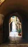 Smalle straat in Oude Stad van Jeruzalem Royalty-vrije Stock Foto