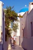 Smalle straat Santorini Griekenland Royalty-vrije Stock Foto