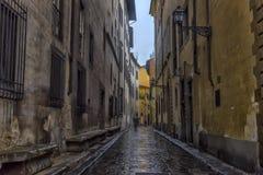 Smalle straat van Florence in de regen stock afbeeldingen
