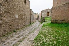 Smalle straat van kleine middeleeuwse stad De vakantieconcept van de reisprentbriefkaar royalty-vrije stock foto's