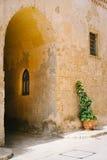 Smalle straat van Mdina, Malta Royalty-vrije Stock Afbeeldingen