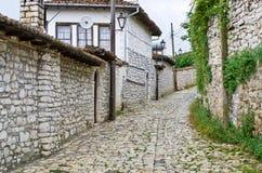 Smalle straten in Berat, Albanië Royalty-vrije Stock Fotografie