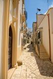 Smalle straten van de oude stad in Otranto, Kleine typische stegen, Italië stock fotografie