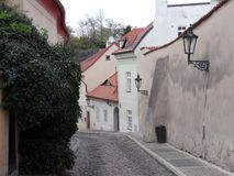 Smalle straten van oud Praag royalty-vrije stock foto
