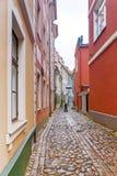 Smalle straten van oud Riga, Letland royalty-vrije stock afbeelding