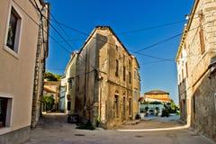 Smalle straten van Susak - traditionele architectuur Royalty-vrije Stock Afbeeldingen