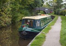 Smalt fartyg på den Brecon och Monmouthshire kanalen Arkivbilder
