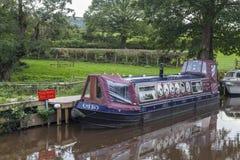 Smalt fartyg på den Brecon och Monmouthshire kanalen Royaltyfri Fotografi