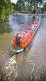 Smalt husfartyg på floden Royaltyfria Bilder