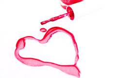 Smalto di chiodo con il simbolo di figura del cuore Fotografia Stock