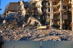 Smantellamento idraulico della costruzione dell'escavatore fotografie stock libere da diritti