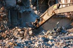 Smantellamento idraulico della costruzione dell'escavatore fotografia stock libera da diritti