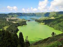 Smaragd en Sapphire Volcanic Lagoon royalty-vrije stock fotografie