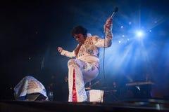 Smaragden Elvis arrangerar på Royaltyfria Foton
