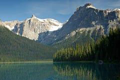 Smaragdgroen meer in Yoho nationaal Park Canada stock afbeelding