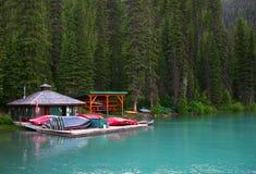 Smaragdgroen meer, Yoho Nationaal park, Canada Stock Afbeeldingen