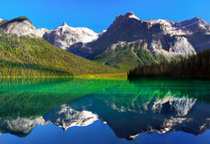 Smaragdgroen meer, Yoho Nationaal park, Canada Royalty-vrije Stock Foto's