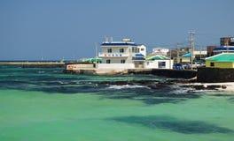 Smaragdgroene kleurenoceaan in Jeju-Eiland, Zuid-Korea Royalty-vrije Stock Foto's