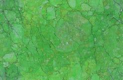 Smaragdgroene natuurlijke naadloze marmeren het patroonachtergrond van de steentextuur De ruwe oppervlakte van de natuursteen naa Stock Afbeeldingen