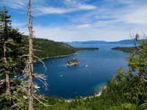 Smaragdschacht Lake Tahoe stockfotos