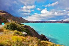 Smaragdvatten av sjön Pehoe Arkivfoto