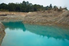 Smaragdvatten, pöl, damm, plash arkivbilder