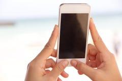 smart användande kvinna för telefon Royaltyfri Foto