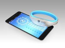 Smart armband synkroniserings med en smartphone Arkivbilder