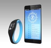 Smart armband synkroniserings med en smartphone Royaltyfri Bild