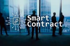 Smart avtal, blockchainteknologi i affären, finanshigh techbegrepp Skyskrapabakgrund arkivbild