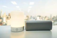 Smart bärbar musikhögtalare för glöd med trådlös bluetooth Arkivfoton