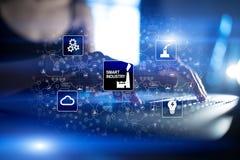 Smart bransch Industriell och teknologiinnovation Modernisering- och automationbegrepp Internet IOT arkivfoto