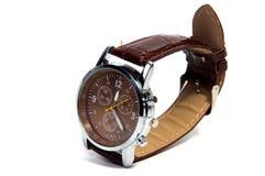 Smart brunt digitalt armbandsur som isoleras på en vit bakgrund royaltyfri fotografi
