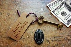 Smart die sleutel investeren stock afbeelding