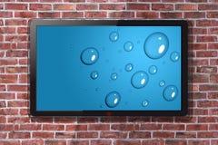 Smart Fernsehen mit blauer Waterdrop-Tapete - Backsteinmauer in Backgroun Lizenzfreies Stockfoto