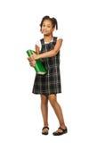Smart flicka med den stora gröna boken Royaltyfria Foton