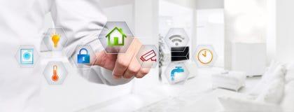 Smart handpekskärm för hem- automation med kulöra symboler på Royaltyfria Foton