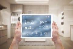 Smart hemkontroll på minnestavlan Fotografering för Bildbyråer