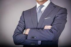 Smart kleidete Mann in der Klage Lizenzfreie Stockfotos