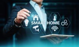 Smart kontrollsystem för hem- automation Begrepp för nätverk för innovationteknologiinternet fotografering för bildbyråer