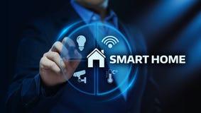 Smart kontrollsystem för hem- automation Begrepp för nätverk för innovationteknologiinternet arkivfoton