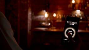 Smart ljus app på smartphonen lager videofilmer