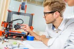 Smart märkes- användande printing 3d Arkivfoton
