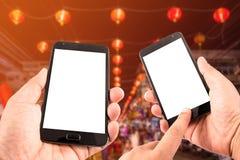 Smart Phone del touch screen dello spazio in bianco della tenuta della mano dell'uomo Fotografia Stock Libera da Diritti