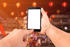 Smart Phone del touch screen dello spazio in bianco della tenuta della mano dell'uomo Fotografia Stock