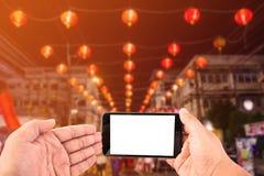 Smart Phone del touch screen dello spazio in bianco della tenuta della mano dell'uomo Immagini Stock