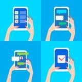 Smart Phone della tenuta della mano delle donne con le bolle di chiacchierata e segno convenzionale sullo schermo Fotografia Stock Libera da Diritti