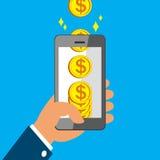 Smart Phone della tenuta della mano e monete dei guadagni grandi Immagine Stock Libera da Diritti