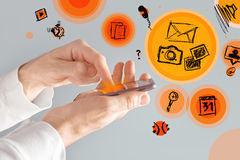 Smart Phone mobile del touch screen in mani maschii Immagini Stock Libere da Diritti