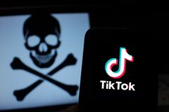 Free Smart Phone With TIK TOK Logo,which Is A Popular Social Network On The Internet. Royalty Free Stock Photos - 171749548